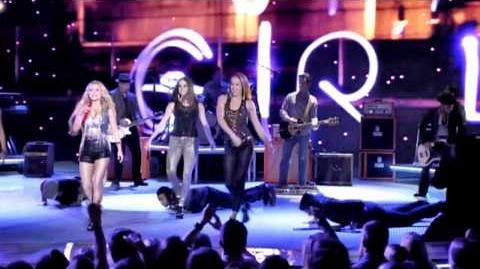 Juliette Barnes - I'm a girl (Live Performance)