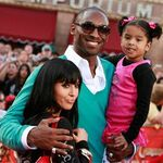 Kobe Bryant with wife Vanessa and daughter Natalia pose for the camera.jpg