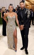 Rs 634x1024-210913163856-634-Stephen-Curry-Ayesha-Curry-2021-Met-Gala-Red-Carpet-Fashion-Arrivals.cm