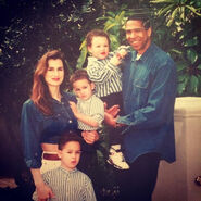 Klay-Thompson-With-his-Family