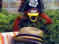 Pinwheel-Admiral-Bird-hat