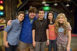 Dan Schneider with the iCarly casts.jpg