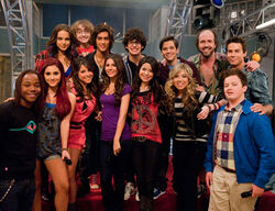 Iparty-with-victorious-cast.jpg