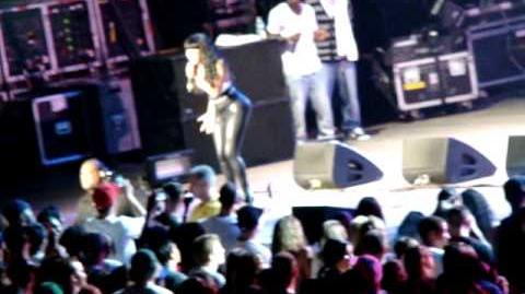 NICKI_MINAJ-_ITTY_BITTY_PIGGY_&_KILL_DA_DJ_AT_AMERICA'S_MOST_WANTED_FEST._JONES_BEACH,NY_8.1.09
