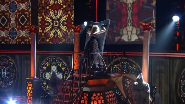 Nicki_Minaj_Roman_Holiday_(The_54th_Annual_Grammy_Awards_2012)