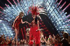 2015 VMAs performance 3