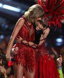 2015 VMAs performance 5