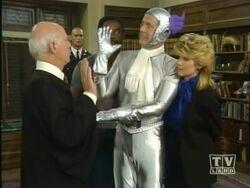 5x02 - Judge Crockett swears Harry in.jpg