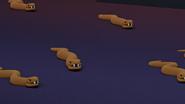 Светло-коричневые змеи вблизи