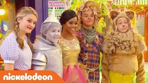 Lizzy_Greene,_Tia_Mowry_&_More_on_the_Wizard_of_Quads_Set!_-_NRDD_-_Nick