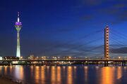 Rheinkniebrücke at night.jpg
