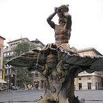 220px-Tritonbrunnen rom.jpg