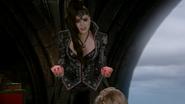 6x10 Regina déguisement coeurs menaces héroisme Palais Sombre Autre Royaume
