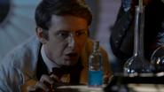 6x04 Dr Henry Jekyll bouteille flacon fiole potion sérum réussite préparation mixture expérience