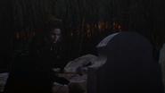 1x02 Méchante Reine Regina hommage rose noir deuil pierre tombale tombe Henry Sr père