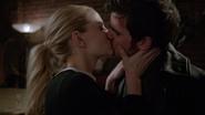 6x17 Emma Swan Killian Jones baiser secondes fiançailles