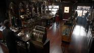 6x04 Regina Mills M. Gold aide boutique d'antiquités magasin