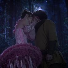 1x14 Fée Nova nain Grincheux Rêveur baiser.png