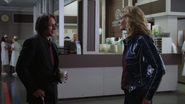1x04 M. Gold Emma Swan hôpital de Storybrooke Ashley Body bébé Alexandra Herman service rendre contrat