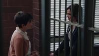 1x18 Regina Mills Mary Margaret Blanchard poste du shérif aveux.png