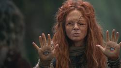 2x14 prophétesse oracle voyante mains yeux prédiction vision futur avenir Sort noir Malédiction magie.png