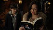 Reine Regina Henry Mills livre héros et méchants réécrite 4x21