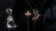 1x02 Regina retourne Palais Sombre Henry boire