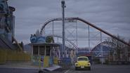 5x12 foire fête foraine parc d'attractions entrée montagnes russes roller coaster voiture jaune