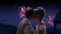 1x04 Prince Thomas Ella Cendrillon baiser mariage feu d'artifice