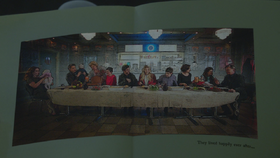 6x22 livre de contes double-page illustration fin heureuse Zelena (Storybrooke) Robin David Nolan Neal Granny Mary Margaret Blanchard Killian Jones Capitaine Crochet Emma Swan Henry Regina Mills Belle French Gideon M. Gold.png