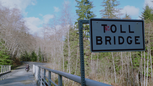 1x18 Toll Brigde pont à péage moto Emma Swan August Booth.png
