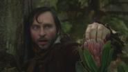 3x08 Malcolm main doigts arbre récolte fleur poudre de fée