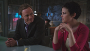 1x06 Dr Whale Mary Margaret Blanchard sourires regards proposition oreille confidence