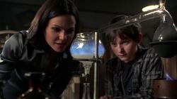 Shot 2x08 Regina Fluch.png