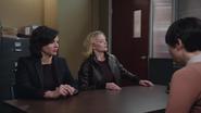 1x16 Regina Mills Emma Swan Mary Margaret Blanchard interrogatoire