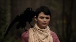 2x08 Mary Margaret Blanchard épaule oiseau corbeau corneille.png