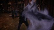 7x21 Palais Uchronie Henry Mills épée fumée violette cage téléportation Regina Mills Roni magie