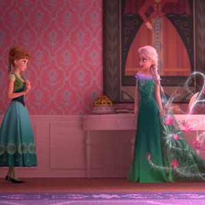 Frozen Fever La Reine des Neiges Une Fête Givrée promo 1 Anna Elsa.png