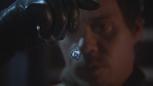 3x15 Neal Cassidy main collier porte-clés pendentif médaillon de cygne Emma Swan.png