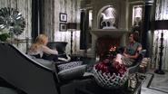 1x02 Emma Swan Regina Mills pommes bureau du maire mairie de Storybrooke
