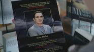 4x21 présentoir livre roman Heroes and Villains quatrième de couverture photo Isaac Heller