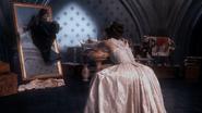 2x02 Cora Reine Regina poussée miroir magique