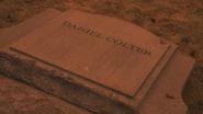 5x14 Daniel Colter tombe pierre tombale renversée