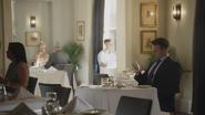 7x03 restaurant Seattle Michael Griffiths attente téléphone smartphone