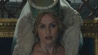 Maléfique (film) 2014 Reine Leila
