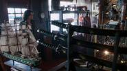 2x02 Boutique d'antiquités entrée Regina Mills navire collection sabres traditionels