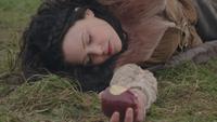1x21 Blanche-Neige morte endormie pomme empoisonnée Charme du Sommeil