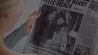 4x01 Storybrooke Daily Mirror page une édition du matin Mr. Gold To Marry Belle French