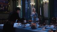 4x08 Elsa Reine des Neiges domestique palais préparation table buffet
