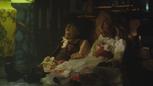 1x04 marionnettes de bois Stephen Donna boutique d'antiquités.png
